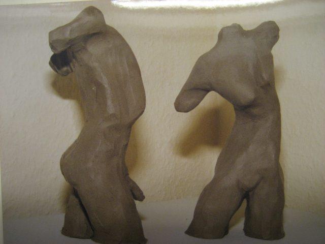 46. Mann und Frau – torsi (2001), Höhe 20 cm, Ton (ungebrannt)