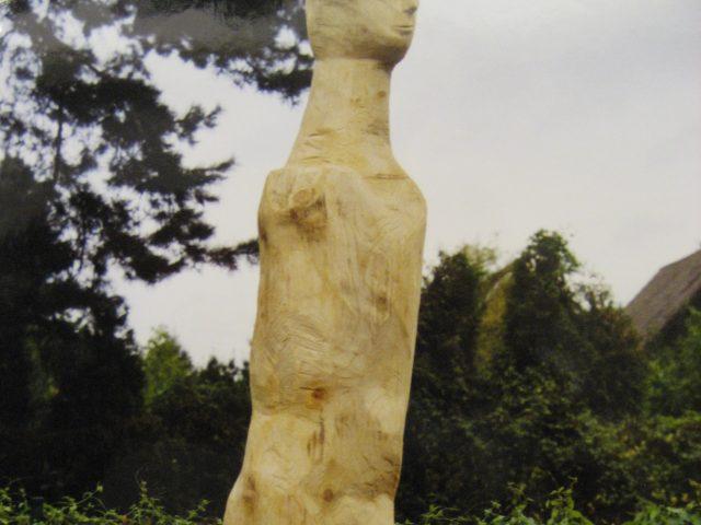 61. Männliche Stele – Heisingen (2006), Höhe 3 m, Tanne