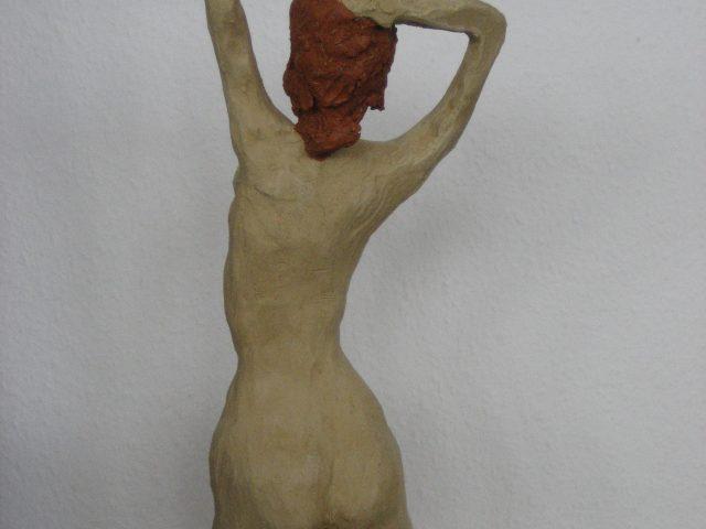 73. Mädchenakt-Rückenansicht, 45x20x15, Ton (ungebrannt), 2013