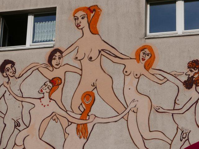 81. Tanzende auf Hauswand – Essen Werden (2016), 700×700, Wandfarben